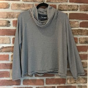 Stripped bunches neck tee